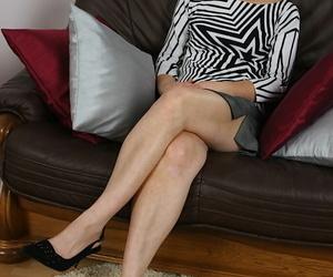 Over 40 MILF Mylene spreading her hairy vagina on leather..