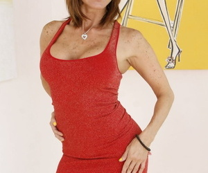 Redheaded American MILF Tera Holiday frees her girl parts..