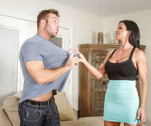 Busty brunette Jewels Jade fuck in her wide-opened mouth..