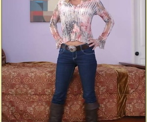Mature babe Houston Uluvpunani denudes assets from jeans..