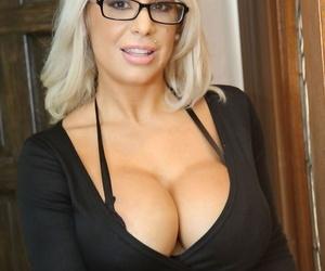 Big boobed housewife Alyssa Lynn takes Lexingtons large..