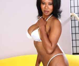 Stunning black MILF with large tits Jessica Dawn gets her..