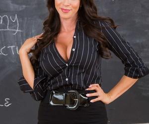 Colombian professor Ariella Ferrera strips to her..