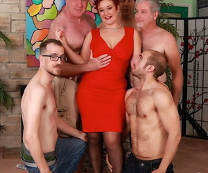 Mature slut Scarlett ORyan gets gangbanged once shes been..