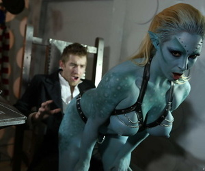Fake titted mutant Victoria Summers gives head and gets..