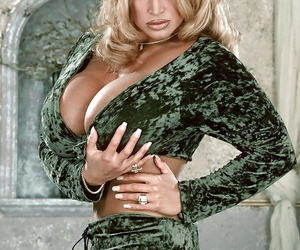 Mature blonde solo girl Tawny Peaks fondling huge knockers..