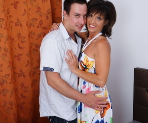 Cheating housewife frolics with her daytime lover on her..