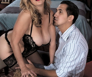 Middle-aged blonde woman Sophia Jewel seduces a younger..