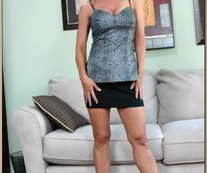 Big boobed cougar Amber Lynn gets boned before taking..