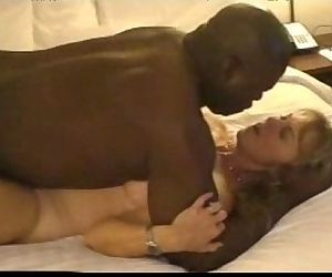 1097819 mature hot wife dating black guy in hotel room