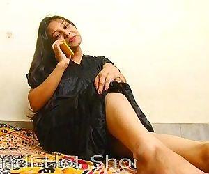 Indian Hot Girl Masturbates on Phone - 8 min