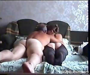 Amateur couple sex on the couch 55 min