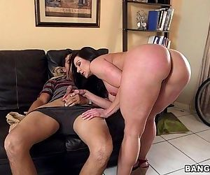 Big Booty MILF Kendra Lust on Her Kness For Some Dick - 5..