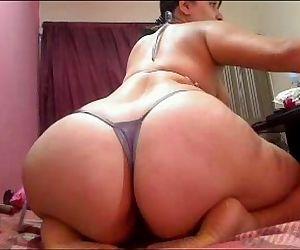 Latinahotxxx live cam show - 2 min
