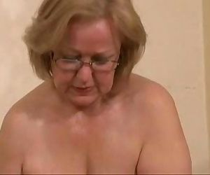 Gorgeous mature slut jerking young cock. Amateur older - 1..