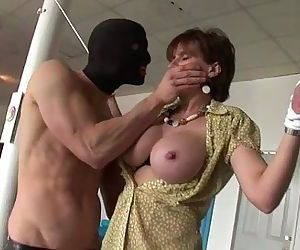 Mature brit Lady Sonia - 5 min