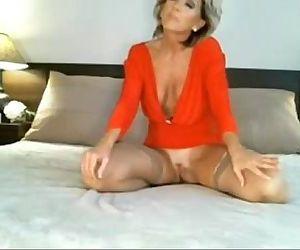 Classy MILF on Webcam 2