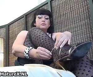 Thick mature lady in sexy lingerie loves - 5 min