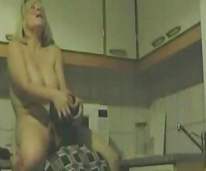 Mature kitchen cunnilingus - 2 min