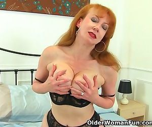 British milf Red puts her vibrator to work