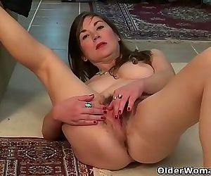 American milf Kelli is toying her hairy pussy 12 min 720p