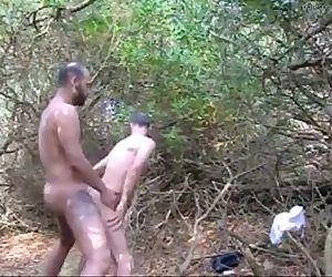 Dando aquela fudida marota no mato