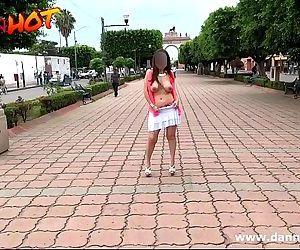 Danna HOT desnuda por las calles de León Guanajuato..