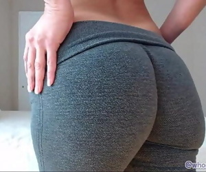 Mom With Big Ass On Live Webcam 22 min 1080p