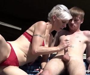 Skinny trapper licks short-hair granny under the bridge 3..