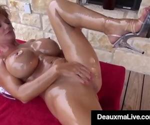 Naked Mommy Deauxma Gets Fit On the Front Porch! 7 min 1080p