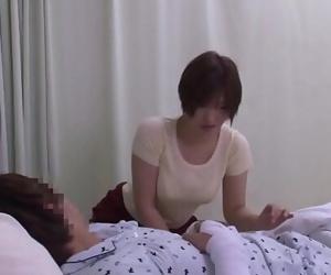 Mom takes care of son in the hospitalFamperv.com 22 min 720p
