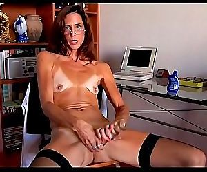 Dry empty saggy tiny tits mature masturbates1 11 min