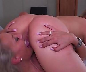 TEEN MILF LesbianLicking And Rimming 10 min 720p
