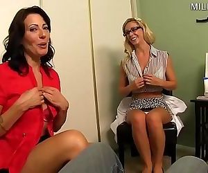 Handjob Therapy with Mom 16 min 720p