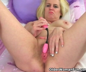 British milf Tori Baynes stuffs her pussy with sex toy