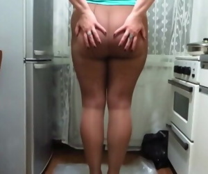 Dasha urinating in pantyhose and shoes