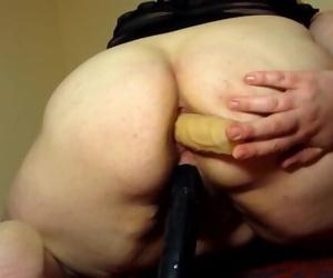 Mature bbw milf fucks her dildo holes