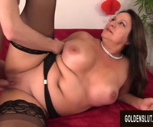 Thick Granny Leylani Wood Gets a Skinny Dude Off Big Time