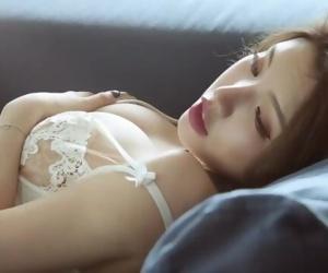 Chinese Model 黄楽然 sensual photoshoot