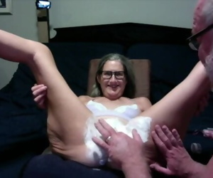 Hot MILF Gets Her Pussy Shaved, Licked And a Big Buttplug..