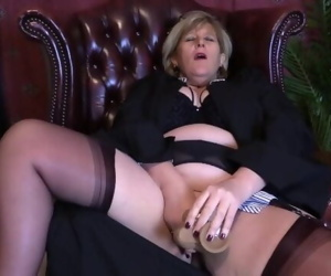 Horny teacher loves giving lessons in Dildo fucking