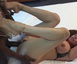 Black Boy Cums In Hot Mommys Pussy