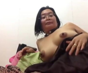 Filipina mature mom fucking her pussy and asshole with..