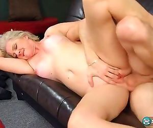 Beautyfull granny miklf anal