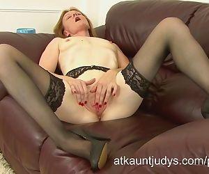 Sexy Clare masturbates