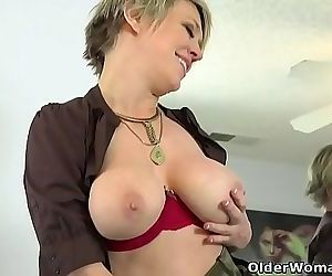 American milf Stacy rubs her mature pussy 12 min HD