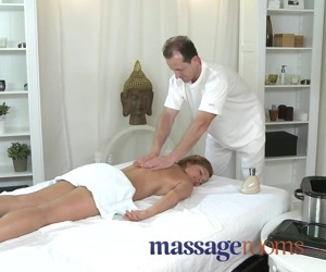 Massage Rooms Hot MILF enjoys big oily fingers deep in her..