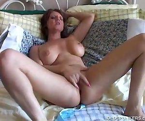 Big tits MILF has a wet pussy - 5 min