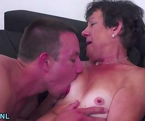 Amateur granny giving lame head and gets banged