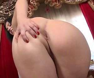 Mature sexy mom with thirsty wet holes